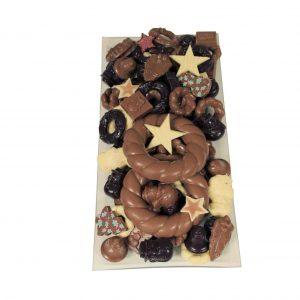 Chocolade kerst schaal met grote kerstkrazen