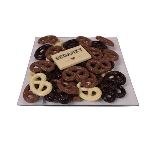 Schaal floran met chocolade en logo hart